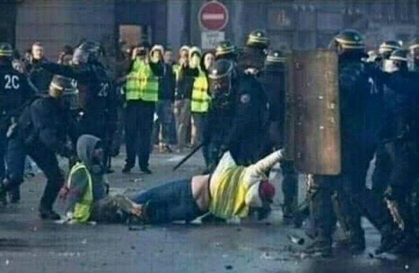 Macron il faut qui dégage regarder la foto
