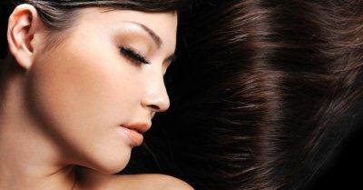 Masque au cacao pour des cheveux brillants.