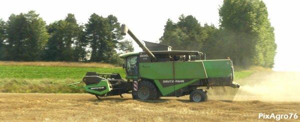 Moisson 2011 avec Deutz Fahr 6095HTS et Fendt 716/NewHolland T7530