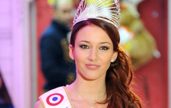 Interview de Delphine Wespiser: Miss France 2012.