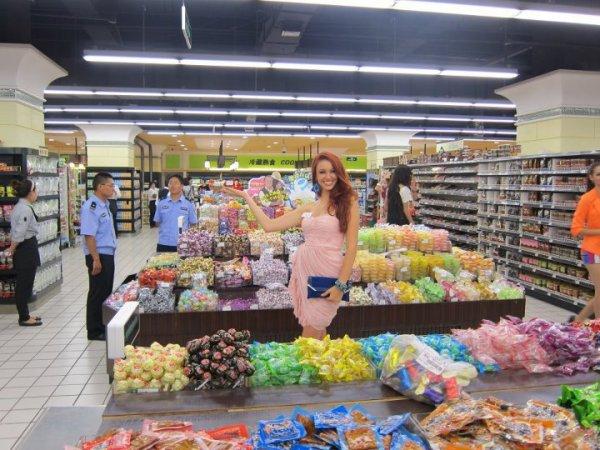 Delphine au supermarché.
