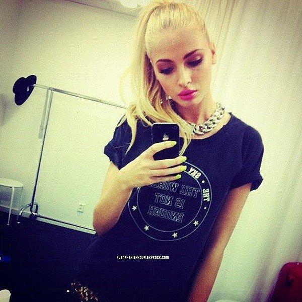 06/11/2012: Alena posant pour le site Nelly. Je m'excuse pour la qualité des photos, elle n'est pas très bonne ...