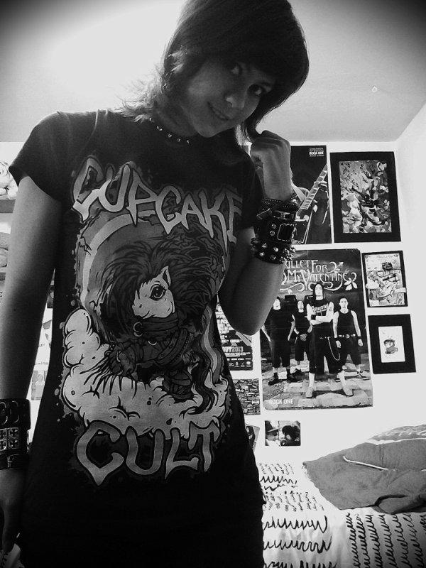 Moi et mon nouveau t-shirt préféré , Edward aux mains d'argent version poney Cupcakes cult !