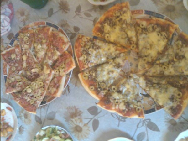 piza qui je mange maintant