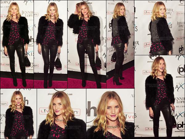 20/01/16 - Rosie Huntington était présente au concert de la chanteuse Jennifer Lopez - à Las Vegas. Pour l'occasion, Rosie H.W. portait une tenue très Rock/Glam assez sombre. J'aime beaucoup son chemisier aux motifs 'cerises' & vous?