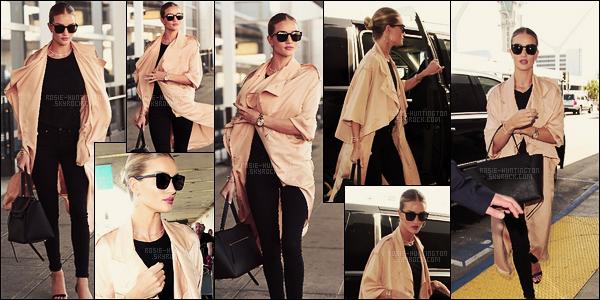 28/04/16 - Rosie Huntington a été photographiée alors qu'elle sortait de son hôtel situé à New York. Le 27/04, la belle mannequin avait été vue arrivant à l'aéroport internationnal LAX pour dire byebye à LA et dire bonjour à  New York