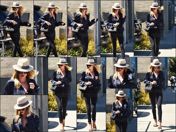 07/07/16 -  Rosie Huntington a été vue arrivant une nouvelle fois à son bureau dans West Hollywood.  J'aime beaucoup le rouge à lèvres que Rosie H. portait, il était top. Son chemiser ainsi que son chapeau sont aussi très appréciés, joli top