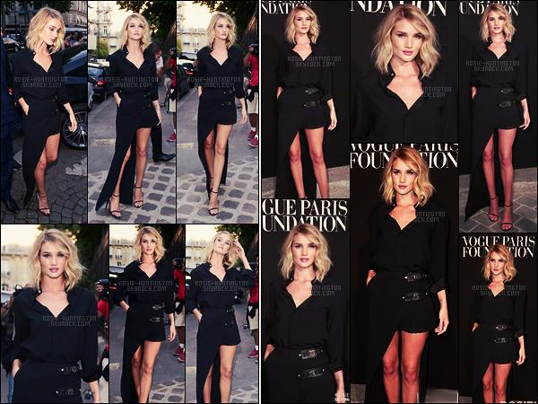 06/07/15 - La belle Rosie Huntington s'est rendue à la Vogue Party durant la Fashion Week - à Paris.  Rosie H. avait cette fois, fait le choix de porter une robe mi-jupe longue mi-jupe courte, c'est la tendance de cette saison ! Un joli top..