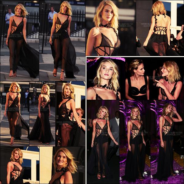05/07/15 - Dans l'après-midi, Rosie Huntington s'est rendue au défilé de la maison Versace dans Paris. La robe portée par Rosie est une création Versace, que dire à par que c'est mon coup de coeur de ses tenues de l'année 2015 ! Et vous?
