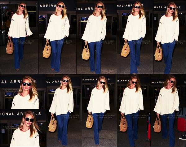 24/07/16 - De retour aux Etats-Unis, Rosie Huntington a été aperçue arrivant à l'aéroport LAX de L-A.  Je ne suis pas vraiment emballée par la tenue qu'elle portait, je ne suis pas fan de cette coupe de jean, c'est rare mais c'est un petit bof...