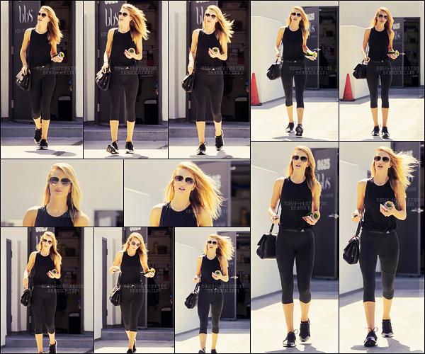 01/09/16 - En ce premier jour du mois, notre Rosie Huntington a été vue sortant de la gym dans W-H.  C'est repartie pour des séances intensives de sport pour Rosie. Toujours le même genre de tenue qu'elle aime porter, qu'en pensez vous ?