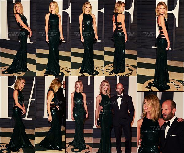 22/02/15 - Rosie Huntington était à la célèbre Vanity Fair Oscar Party avec Jason, dans Beverly Hills. J'ai trouvé cette robe très particulière la première fois que je l'ai vu mais on s'y fait, je l'aime bien maintenant, c'est donc un beau top de R.