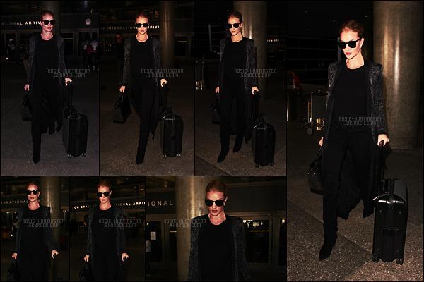 03/11/16 - Rosie Huntington a été aperçue de son retour de Londres à l'aéroport LAX de Los Angeles. De retour sur le sol américain pour Rosie ! Je suis toujours aussi fan de sa combinaison cuissarde ainsi que jean noir, un joli et mérité top.