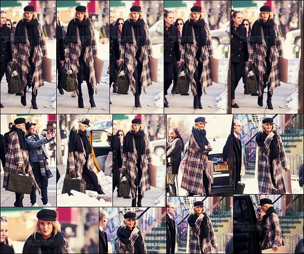 19/03/17 - Au cours de la journée, Rosie Huntington a été vue quittant un photoshoot dans New York. Je trouve les photos très jolies pour une sortie, et comme on peut le voir il neige encore à New York ! Aucune info en plus sur ce shoot...