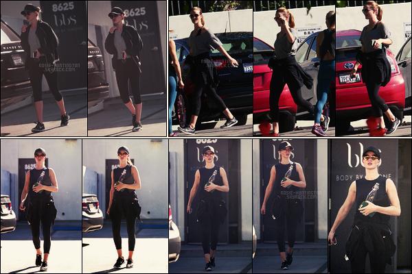 28/11/17 - Rosie Huntington quittait sa séance de gym traditionnelle dans une salle de  West Hollywood.  Plus tard, Rosie a été aperçue dans les rues de W-H. Le 25/11, la belle blonde quittait une nouvelle fois la gym dans West Hollywood !