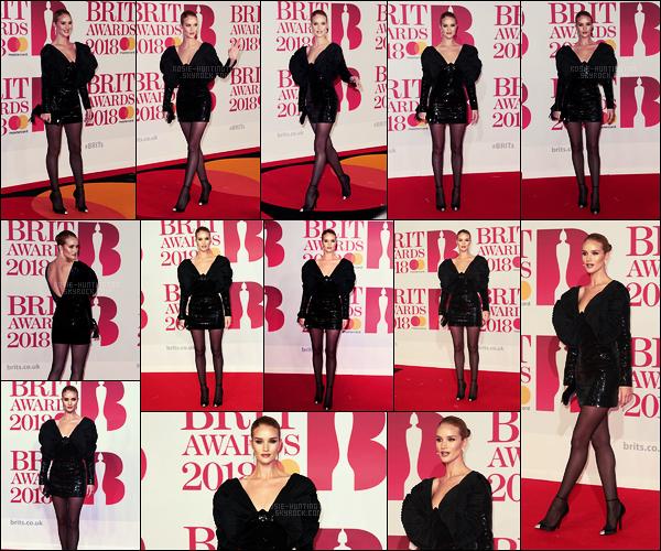 21/02/18 -  Rosie Huntington  était présente à la cérémonie des Brit Awards 2018 organisée à Londres. Tenue signée Yves Saint Laurent  pour cette soirée. Rosie était sublime, j'adore cette robe et quelles jambes ! Qu'en pensez-vous ?