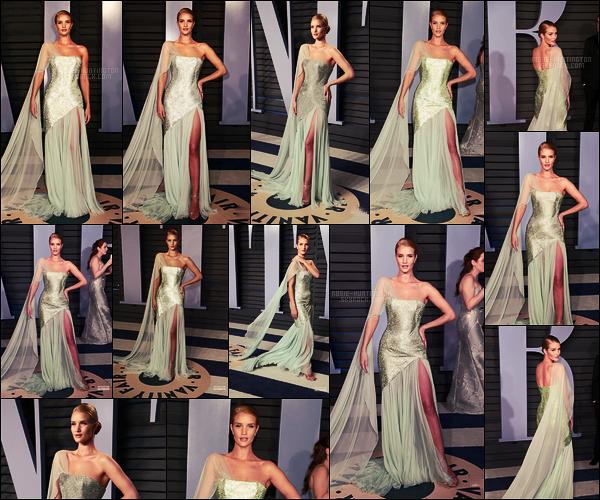 04/03/18 -  Rosie Huntington était à l'after party des Oscars par Vanity Fair organisée à Los Angeles, CA. La belle Rosie portait une robe signée par Ralph & Russo, je dois avouer que ce n'est pas ma préférée de la soirée. Qu'en pensez-vous?