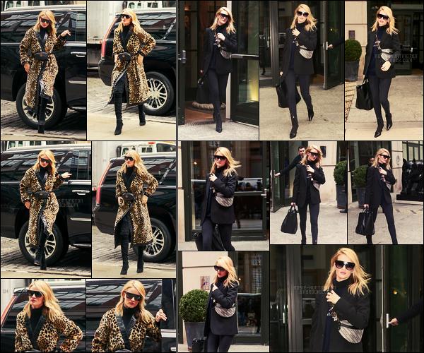 29/03/18 - La belle Rosie Huntington a été photographiée à deux reprises, dans les rues de - New York. Décidément, Ro' sort plutôt pas mal en ce moment, elle portait deux tenues différentes au cours de cette journée. Deux tops pour moi