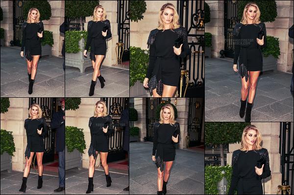 25/09/18 - Rosie Huntington quittant l'hôtel The Ritz pour aller au défilé Yves Saint Laurent à Paris, FR. C'est pour la fashion week parisienne que nous retrouvons Rosie, toute en beauté. J'aime beaucoup cette tenue YSL, c'est un gros top
