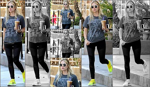 20 Avril  - Notre belle Ashley Benson, a été repérée dans les rues de West Hollywood après avoir acheté un café.