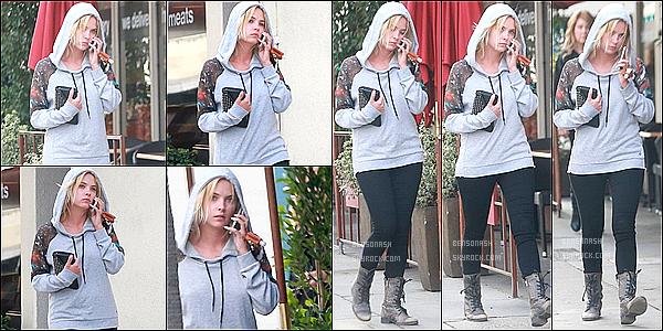 02 mars 2014 - Avec une petite mine, Ash s'est rendue dans une clinique de Beverly Hills. - Est elle malade?