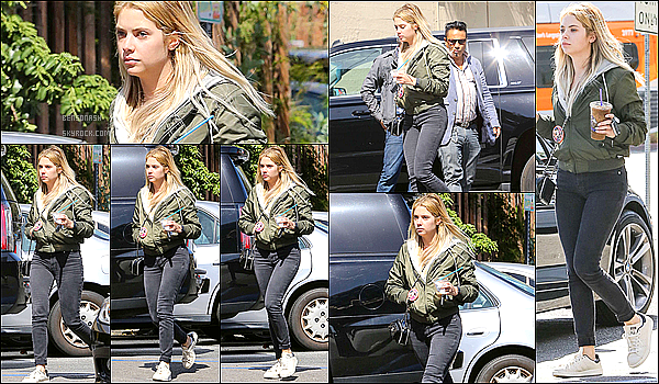 "06 Mars -  Ashley a été apperçue s'achetant un café glacé au ""Coffee Bean and Tea Leaf"" dans Los Angeles."