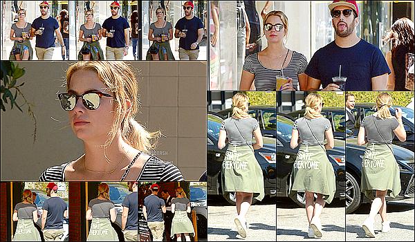 17 Mars - Plus tard dans la journée, Ashley a été vue se promenant avec un ami toujours dans Beverly Hills.