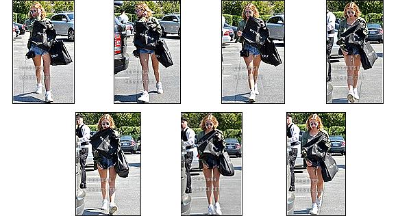 17 Mars - La belle Ashley Benson a été photographiée alors qu'elle faisait du shopping dans Beverly Hills.