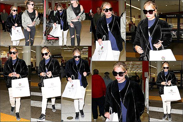 08 Avril - Nous retrouvons Ashley, cette fois ci, à l'aéroport de Los Angeles, de retour de sa journée à New York.