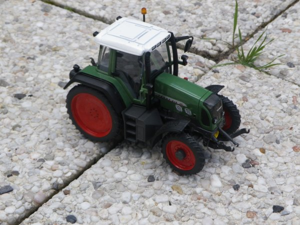 "Modification sur le Fendt 818 terminée "" Place au photo """