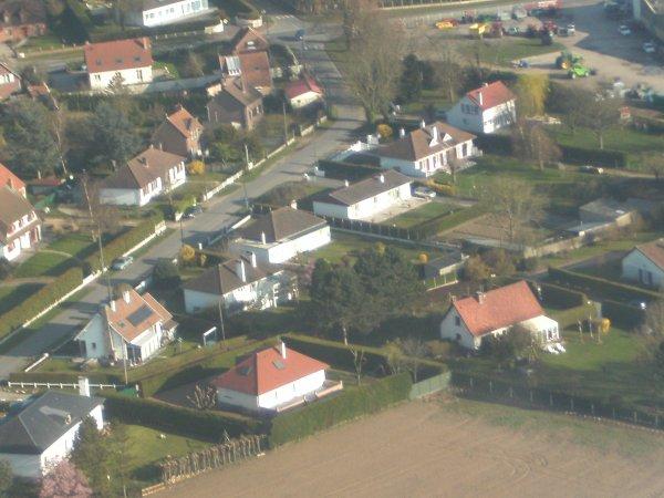 ma maison vu de l'avion c'est celle completement sur la droite on voit mes 2 lit de soleil