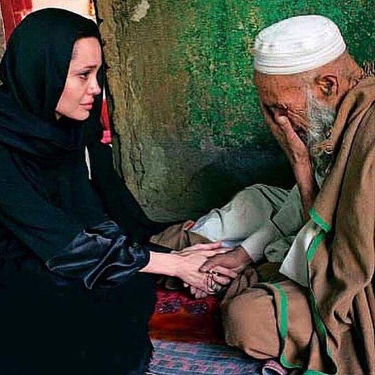 Angelina Jolie, Mère Térésa des temps modernes