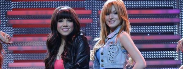 Bella Thorne et Zendaya Coleman parlent du Shake It Up spécial Carly Rae Jepsen !