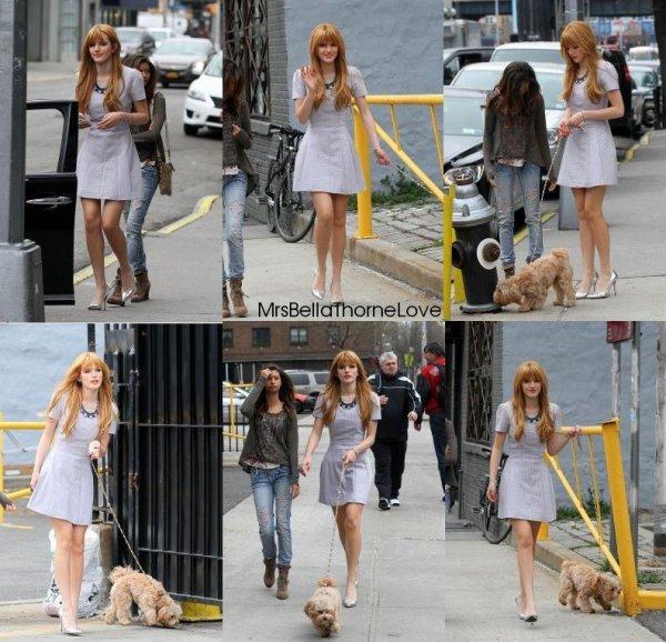 Bella Thorne promène son chien dans New York