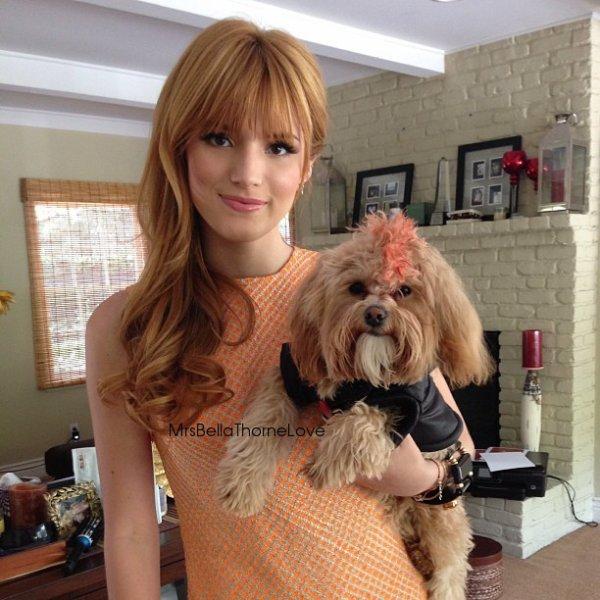 Bella Thorne sur le tournage de Funny or Die le 4 avril