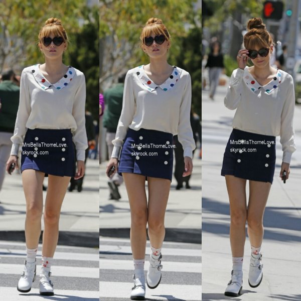 Bella thorne se promenant dans les rues de Beverly Hills le 11 avril 2013