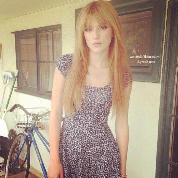 Bella Thorne faisant un shoot pour Aritzia le 1er Juillet 2013
