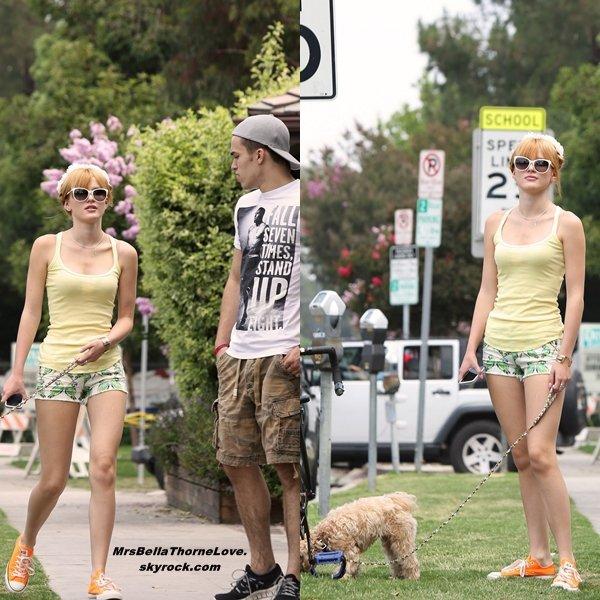 Bella et son frère achetant une glace le 8 Juillet 2013