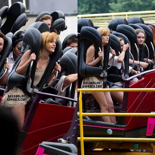 Bella Thorne et des amies au parc d'attraction de Six Flags Over Georgia à Atlanta le 27 Juillet 2013