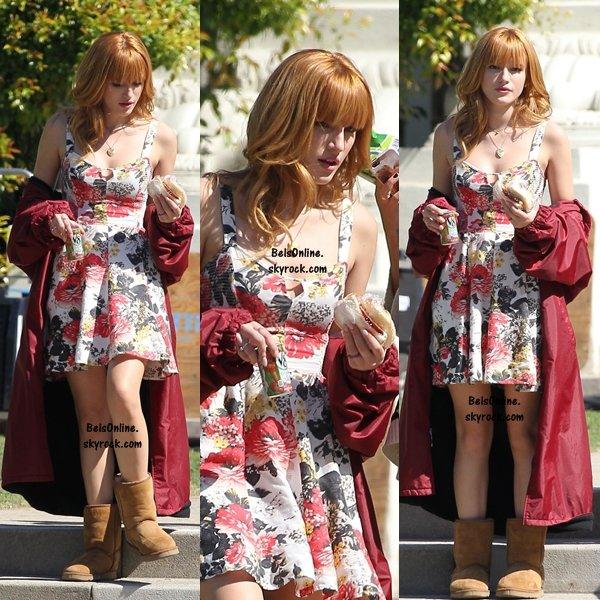 Bella Thorne sur le set d'Alexander à Pasadena le 12 octobre 2013