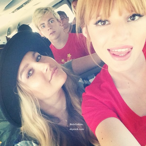 Bella Thorne et Ross Lynch sur le tournage de Danimals le 19 Octobre 2013