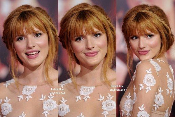 Bella Thorne à la première du film Hunger Games : Catching Fire le 18 novembre 2013 (partie 1)
