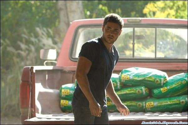 "★.•°•.• PHOTOS DU FILM "" THE LUCKY ONE ' ....Zac  ♥ •.•°•.★"
