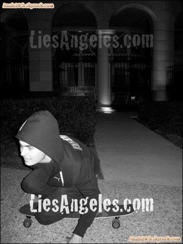 - - ★.•°•.• Zac dans Hollywood (17 Février ) •.•°•.★ - -