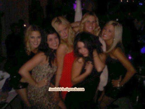 - - ★.•°•.• Vanessa → fête + Gym - Zac → Quitte New York •.•°•.★ - -