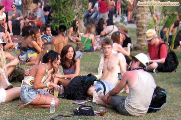 - - ★.•°•.• Coachella - Day 3•.•°•.★ - -