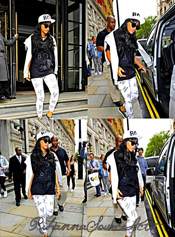 03.07.12 : Rihanna aperçu quittant son hotel à Londres ..