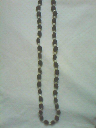 pour tous les amoureux de ces graines grises et veloutées appellées zanzibar voici un de mes modèles