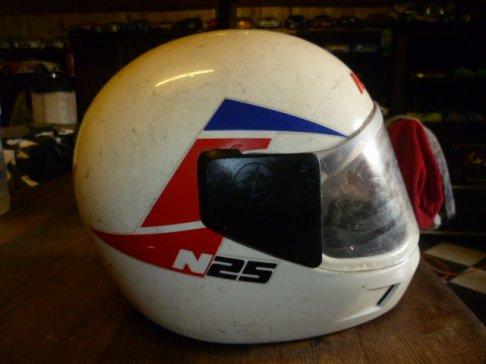 3 casques de moto