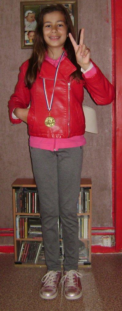 medaille d'or du cross de sa classe bravo ma rania ♥ :)